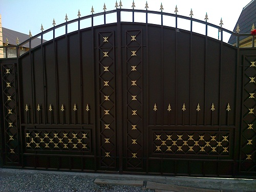 """Ворота. авторская работа компании """"30 мастеров""""."""