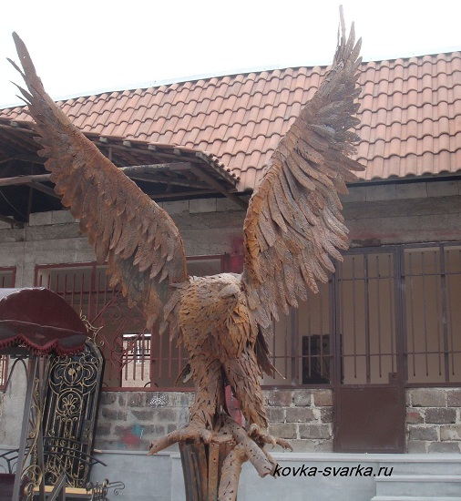 kovanaya-skulptura